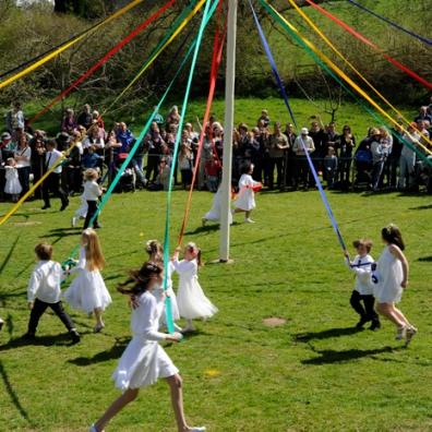 children-dancing-around-the-lustleigh-maypole-robert-hesketh-8