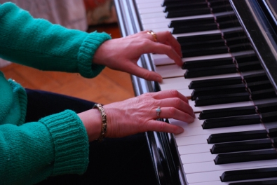 KILLERTON HOUSE ADRIENNE HESKETH PLAYING THE BECHSTEIN PIANO 6